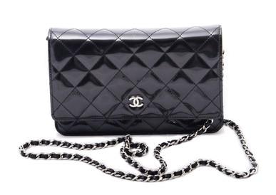 Bolsa WOC verniz Chanel