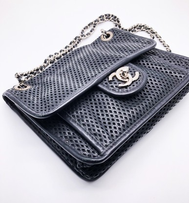 Bolsa Perforated Veau Flap Bag Small Chanel