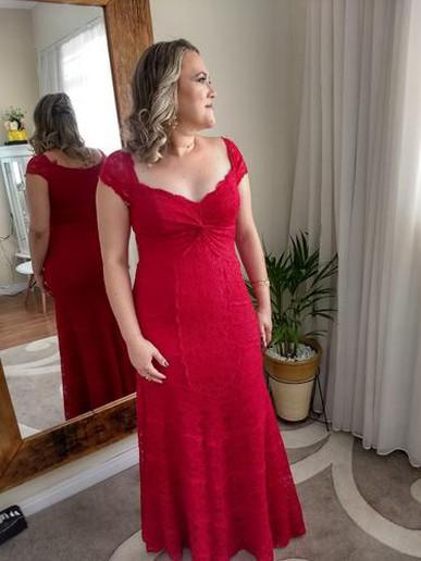 O vestido é maravilhoso e vcs super atenciosos! Virei cliente!  Muito obrigada!!
