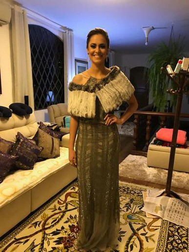 O vestido é maravilhoso! Caimento perfeito!! Vocês como sempre são demais!! Muito atenciosas!!!