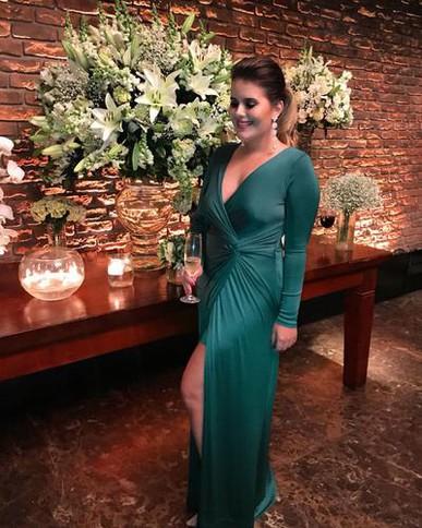 Meninas.  Foi AREBABADO. Fiz muito sucesso. Agora sou conhecida como a garota do vestido verde, rsrsrs. Amei muito ficou perfeito no meu corpo ♥ indico para todo mundo! Muito obrigada por serem tão maravilhosas! Beijo grande, B.