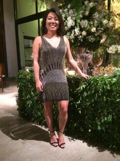 O vestido é muito confortável! Não pesa e veste super bem. Aluguei no mesmo dia que usei, foi um salva vidas!