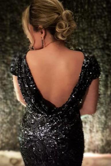 O vestido é simplesmente magnífico! É um sexy super elegante.