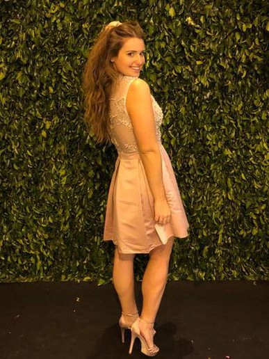 Amei o vestido! Ele era lindo, elegante e fez o maior sucesso! Eu recomendaria a todos que precisassem alugar um vestido a dress and go!