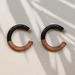 argola madeira e resina preta