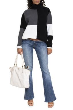 Calça Jeans Flare Com Rasgo - DG15210